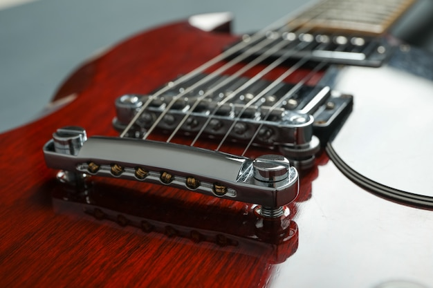 Linda guitarra de seis cordas, closeup