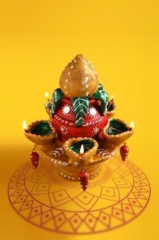 Linda lâmpada de argila para a celebração do diwali