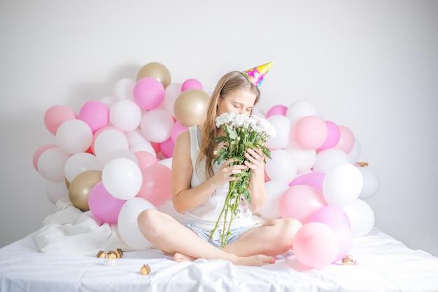 Linda menina acordou rodeada de balões no dia do aniversário