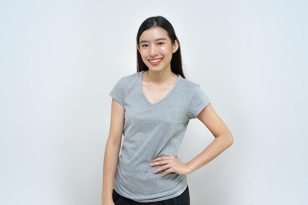 Linda menina asiática, sorrindo mulher, retrato isolado
