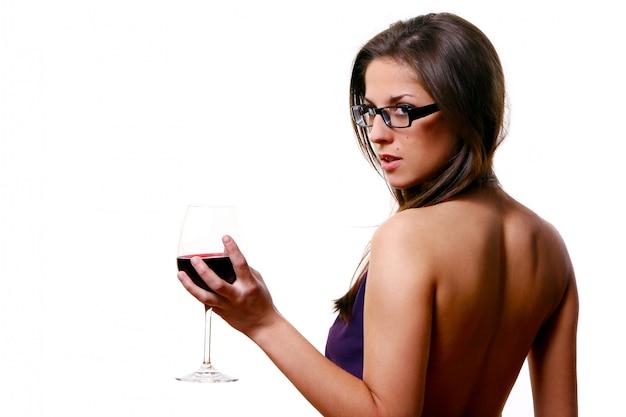 Linda menina com copo de vinho