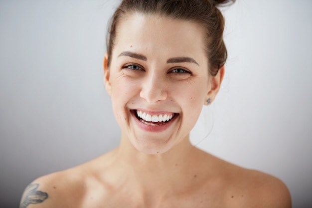 Linda modelo mulher perfeita pele limpa
