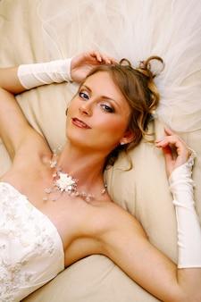 Linda mulher adulta em casamento