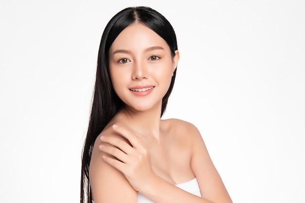 Linda mulher asiática com pele perfeita