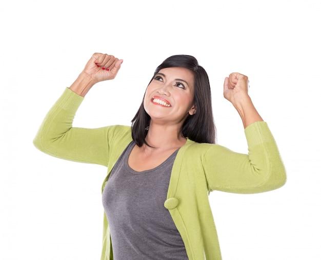 Linda mulher asiática de meia-idade muito animada e feliz