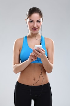 Linda mulher caucasiana em roupas fitness