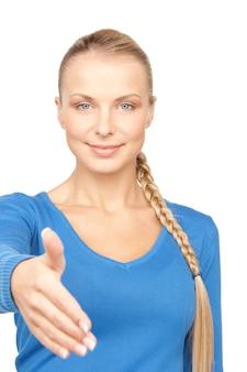 Linda mulher com a mão aberta pronta para um aperto de mão