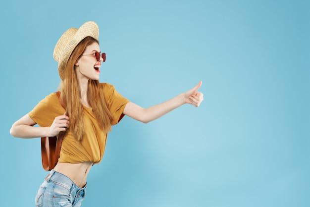 Linda mulher com chapéu, óculos de sol, moda, verão, estilo de vida