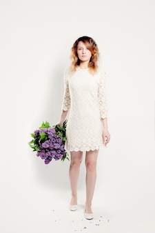 Linda mulher com flores