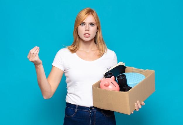 Linda mulher fazendo capice ou gesto de dinheiro, mandando você pagar suas dívidas!