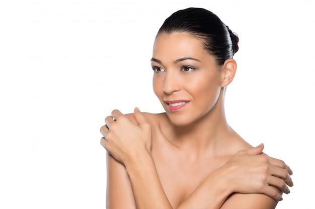Linda mulher latina com cabelo amarrado para trás Foto Premium