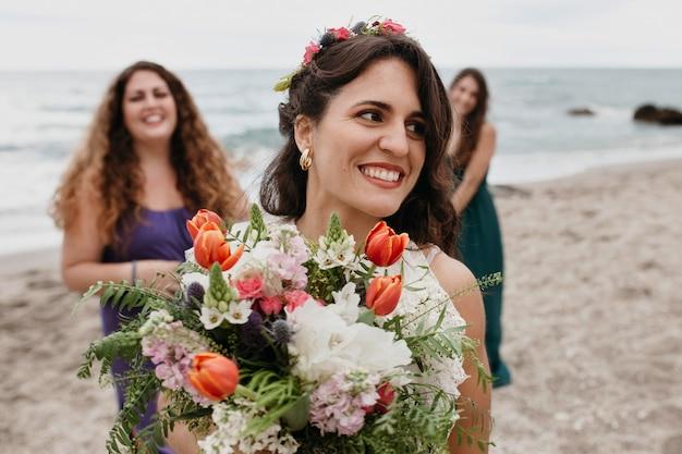 Linda noiva com coroa de flores