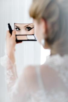 Linda noiva loira
