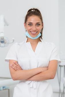 Linda ortodontista sorrindo