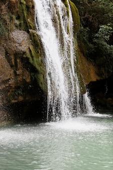 Linda paisagem de cachoeira