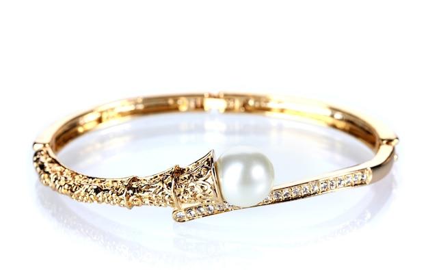 Linda pulseira de ouro com pérola em branco