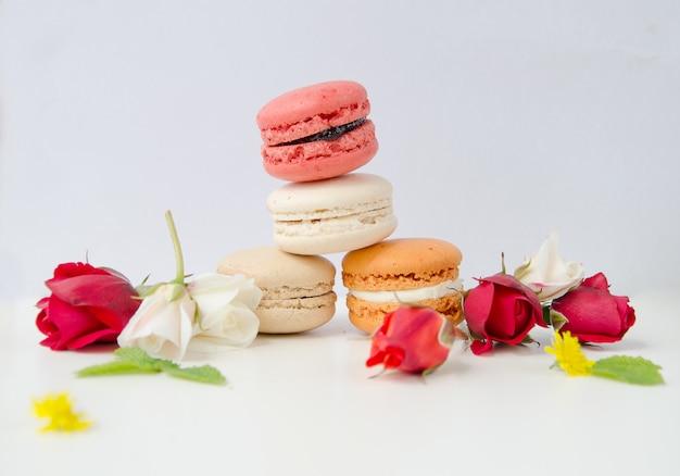 Linda rosa e variedade de macarons