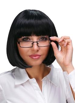 Linda secretária com óculos em fundo branco