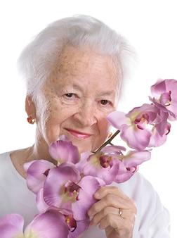 Linda velha com orquídea isolada