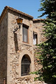 Linda vista de prédio antigo
