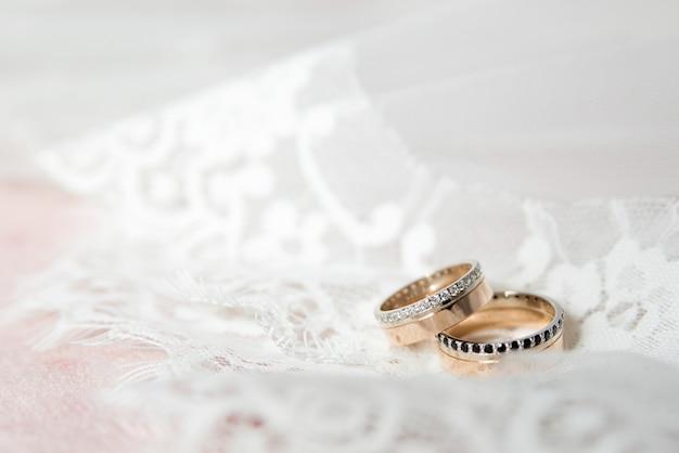 Lindas alianças de casamento. declaração de amor