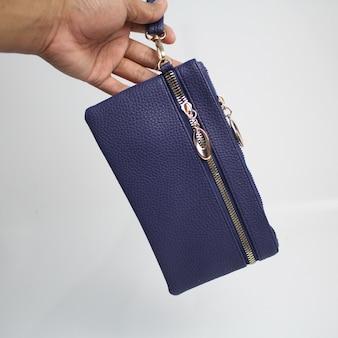 Lindas carteiras de couro femininas modernas com fundo branco