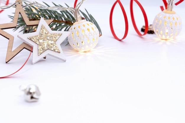 Lindas decorações de natal com ramos de pinheiro
