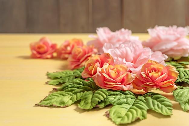 Lindas flores com folhas