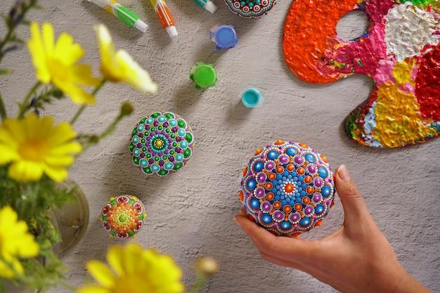 Lindas mandalas pintadas à mão