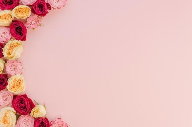 Lindo arranjo de flores com espaço de cópia
