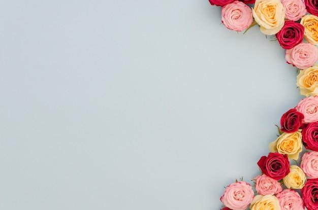 Lindo arranjo floral com espaço de cópia