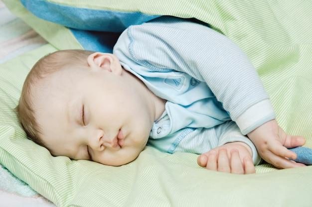 Lindo bebê dormindo