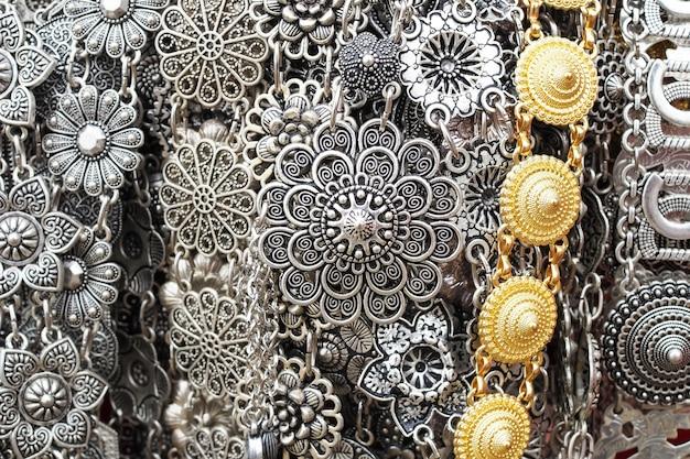 Lindo brilhante precioso detalhado colares de artesanato de aço inoxidável ou cintos