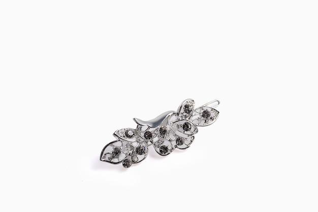 Lindo broche de prata e pingentes.