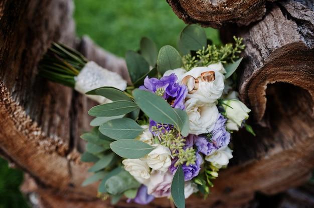 Lindo buquê de casamento moderno e elegante.