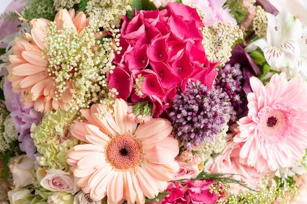 Lindo buquê de flores sortidas