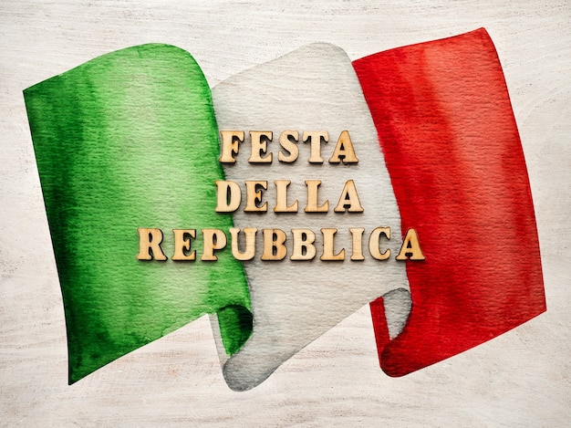 Lindo cartão com a imagem da bandeira italiana. close-up, vista de cima. conceito de férias.