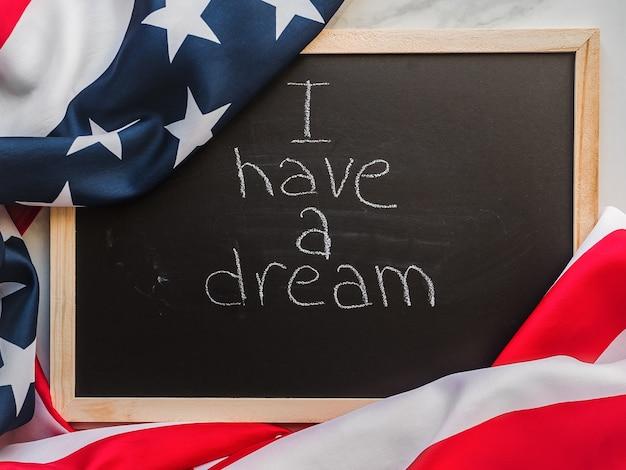 Lindo cartão de felicitações com bandeira americana