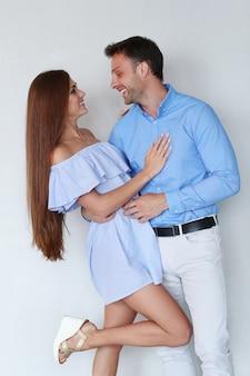 Lindo casal, aproveitando o tempo juntos