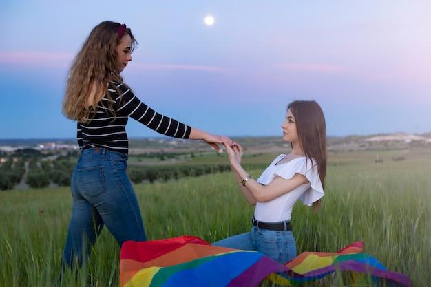 Lindo casal de jovens lésbicas, direitos iguais para a comunidade lgbt