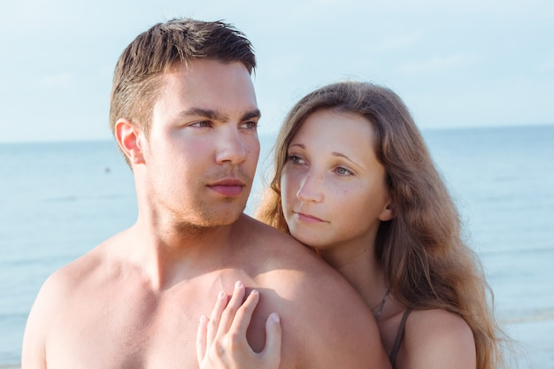 Lindo casal na praia