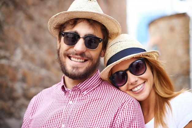 Lindo casal tomando um passeio romântico
