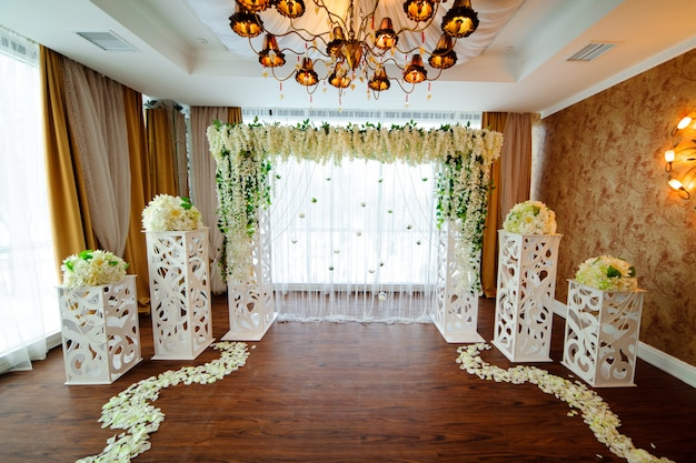 Lindo casamento branco arco de flores