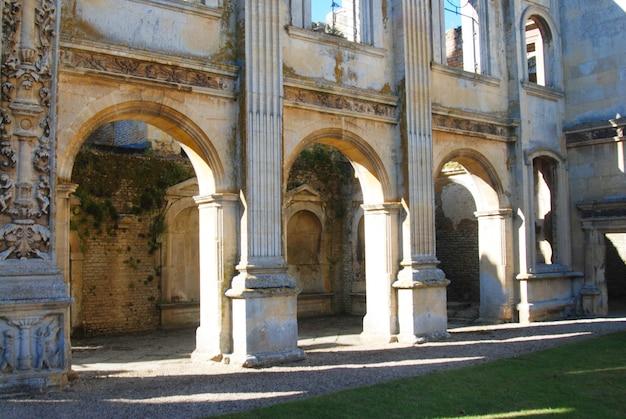 Lindo castelo inglês antigo. arquitetura e viagens.
