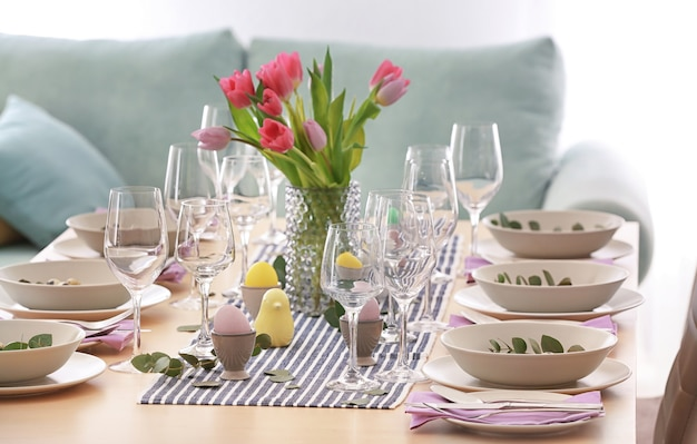 Lindo cenário festivo de mesa de páscoa