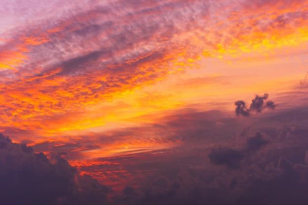 Lindo céu com nuvens.