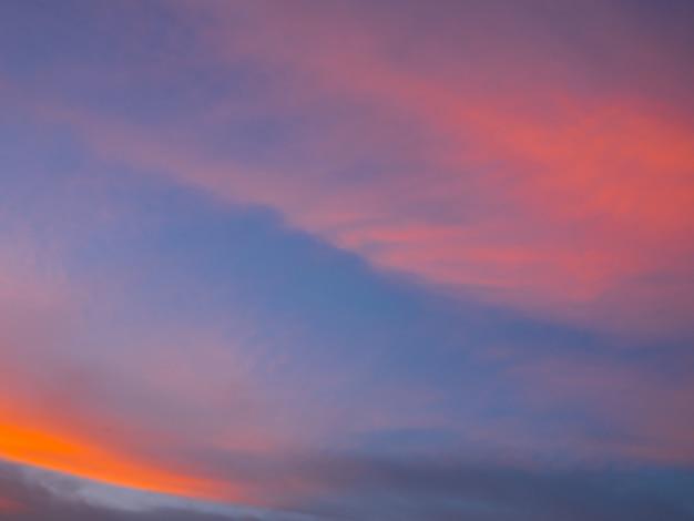 Lindo céu crepuscular