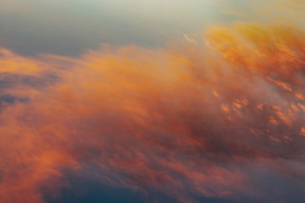 Lindo céu durante o amanhecer