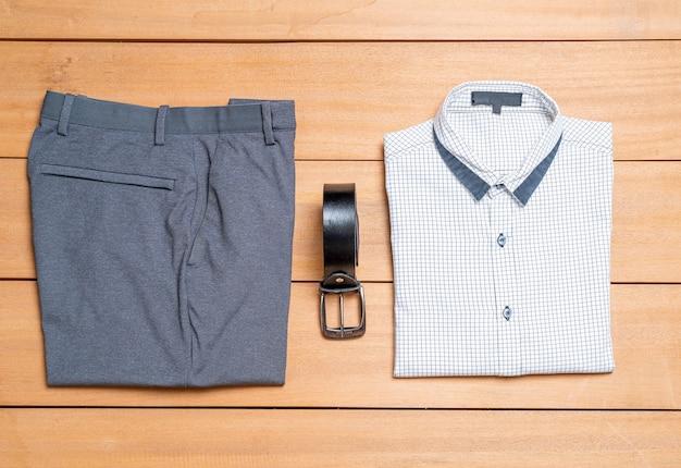 Lindo conjunto de moda e roupas masculinas casuais