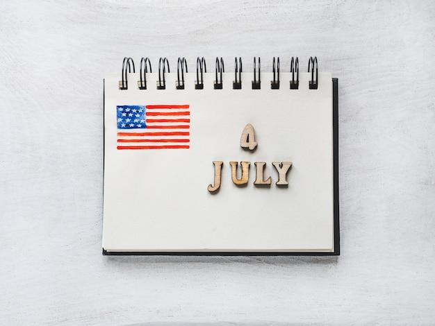 Lindo e brilhante cartão para o dia da independência